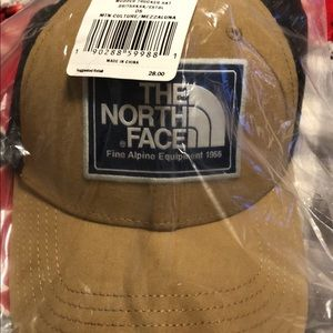 beb31238 The North Face Accessories | Nwt North Face Mudder Trucker Hat ...